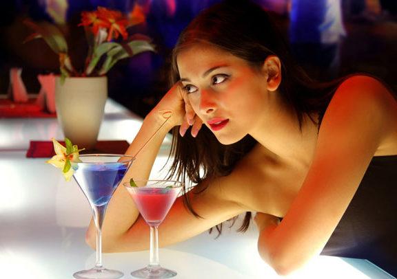sai lầm cần tránh khi tới quán bar