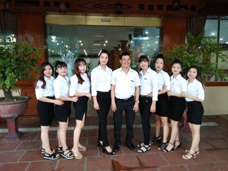đội ngũ nhân viên karaoke chuyên nghiệp