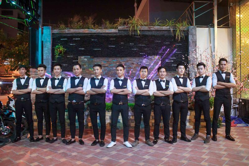 đội ngũ nhân viên karaoke chuyên nghiệp 2
