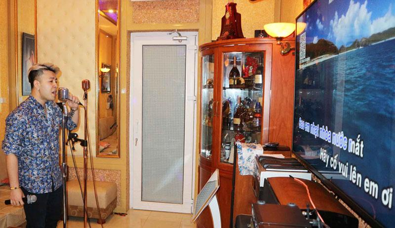 chiêm ngường phòng karaoke gia đình akiraphan9