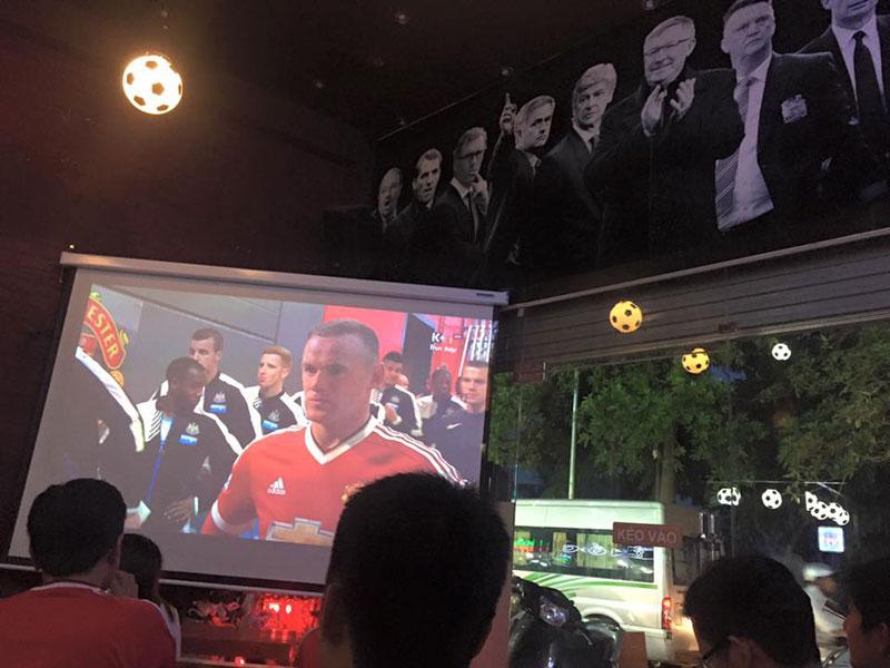 thiết kế quán cafe bóng đá1