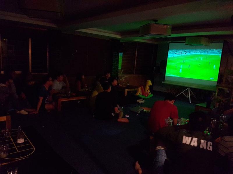 thiết kế quán cafe bóng đá8