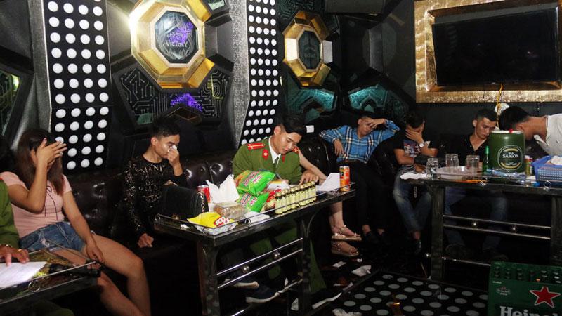 sai phạm khi kinh doanh dịch vụ phòng karaoke đóng phạt như thế nào