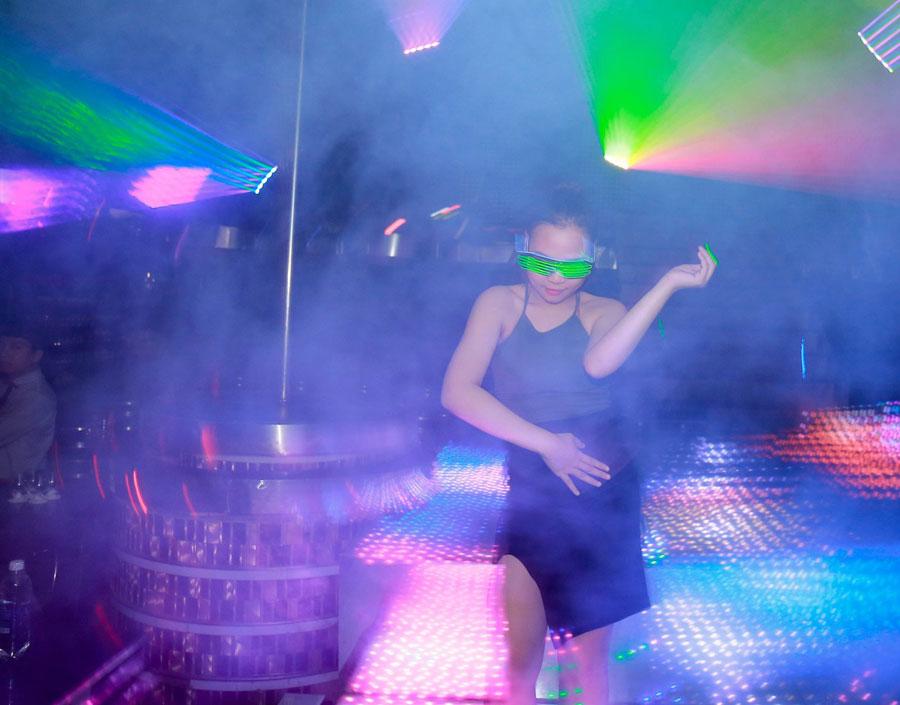 thiết kế hệ thống âm thanh ánh sáng quán bar vũ trường ảnh 2