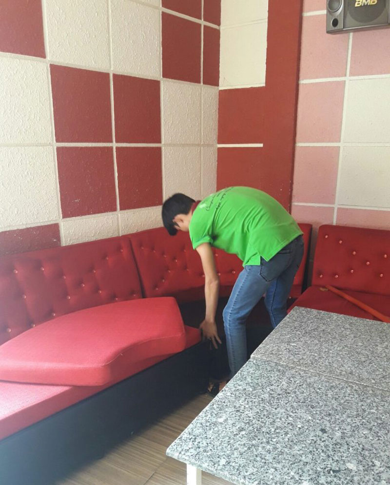 vệ sinh phòng karaoke để khử mùi