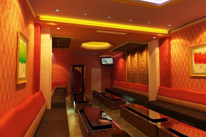Sử dụng xốp dán tường 3D trang trí phòng karaoke gia đình