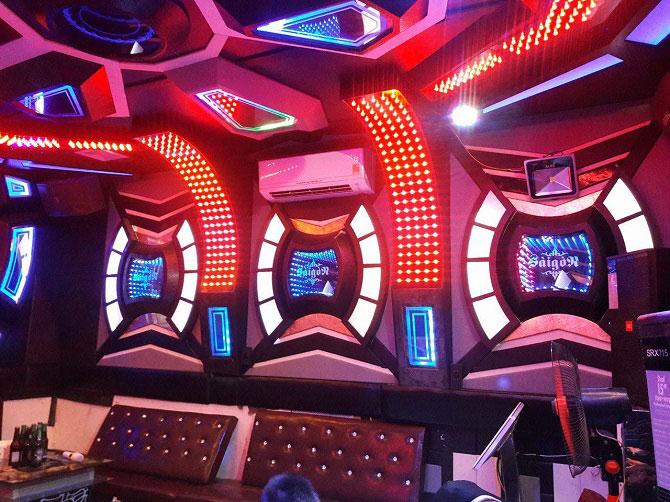 Kinh nghiệm mở quán karaoke cho người mới kinh doanh